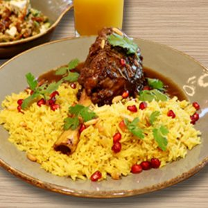 لحم ضأن مطهو مع أرز بالزعفران